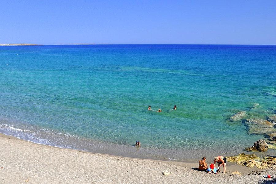 kalamokania beach crete